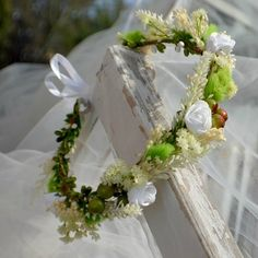 Haarschmuck & Kopfputz - Blumenkranz für Hochzeiten - ein Designerstück von Skandidesign bei DaWanda