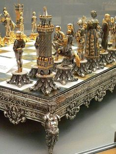 Silvered and Gilded Bronze Vasari Figural Chess Set rests on a board of silver framed polished Italian onyx Photographed at the Maryhill Museum of Art in Goldendale, Washington. Objets Antiques, Bronze, Chess Pieces, Oeuvre D'art, Board Games, Creations, Fancy, Cool Stuff, Decoration