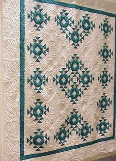 Machine Quilting Designs, Quilting Projects, Quilting Ideas, Antique Quilts, Vintage Quilts, Textiles, Two Color Quilts, Half Square Triangle Quilts, Colorful Quilts
