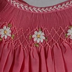 Detail of Amelia - Bullion stitch white daisies on pink. Feather Stitch on neck. Smocking Plates, Smocking Patterns, Sewing Patterns, Embroidery Stitches, Hand Embroidery, Embroidery Designs, Smocked Baby Clothes, Smocked Dresses, Punto Smok