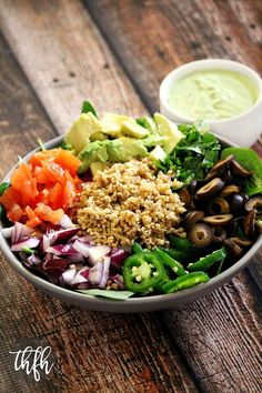 Vegan Taco Salad with Creamy Cilantro and Lime Dressing…ready in less than 15 minutes and it's raw, vegan, gluten-free, dairy-free, soy-free and paleo-friendly Raw Vegan Recipes, Vegan Gluten Free, Vegan Vegetarian, Healthy Recipes, Dairy Free, Vegan Meals, Raw Vegan Dinners, Vegetarian Mexican, Vegan Raw