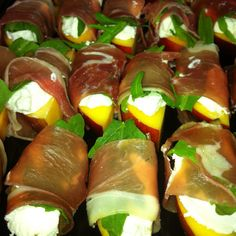 Fresh White Nectarine wrapped in Proscuitto w Goats Cheese, Super Fresh = Super yum Summer Canapé #canape
