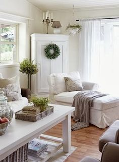 Shabby Chic Home Decor Coastal Living Rooms, Cottage Living, My Living Room, Home And Living, Living Room Decor, Cottage Chic, Small Living, Deco Champetre, Swedish Decor