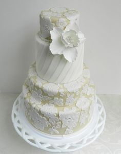 #Wedding Cakes With Exceptional Details. http://www.modwedding.com/2013/09/25/wedding-cakes-092513 #weddingcake #weddingcakes