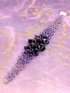 Beadwoven Bracelet Swarovski Bracelet by chrononautmercantile Armband Swarovski, Bracelet Swarovski, Bridal Bracelet, Crystal Bracelets, Bangle Bracelets, Bead Jewellery, Wire Jewelry, Beaded Jewelry, Beaded Necklace
