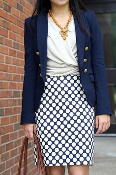 Blue, white, and a hint of orange - love this business casual outfit combo for work/the office
