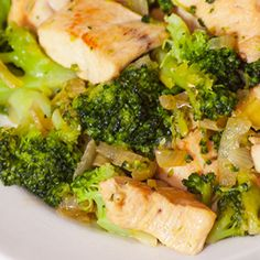 This one-skillet chicken and broccoli dish combines broccoli florets, a veggie superhero that delivers a host of health benefits, with tender, protein-packed chicken.