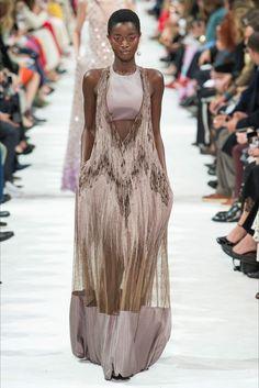 Sfilata Valentino Parigi - Collezioni Primavera Estate 2018 - Vogue