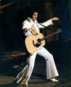 Elvis on June 1977 in Indianapolis, Indiana. Elvis Presley 1977, Elvis Presley Biography, Elvis Presley Concerts, Elvis Presley Images, Elvis In Concert, Lisa Marie Presley, Priscilla Presley, Rare Elvis Photos, Memphis Mafia