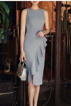 Dress and bag, nice ideas! Elegant Dresses, Pretty Dresses, Beautiful Dresses, Casual Dresses, Short Dresses, Chic Outfits, Dress Outfits, Fashion Outfits, Womens Fashion