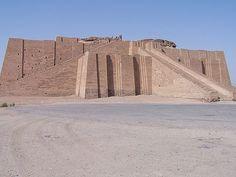 El Zigurat de Ur (c. siglo XXI a.C.) se encuentra cerca de Nasiriya, Irak.