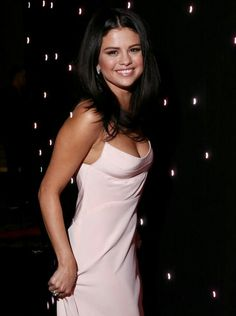 Selena Gomez looks hot in a cleavage baring spaghetti strap gown at the Hollywood Film Awards. via MailOnline Selena Selena, Fotos Selena Gomez, Selena Gomez Pictures, Selena Gomez Style, Alex Russo, Pink Evening Dress, Low Cut Dresses, Actrices Hollywood, Silky Dress