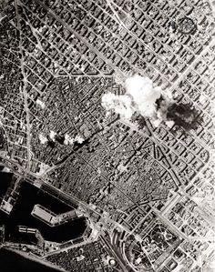 Bombes sobre Barcelona Durant dos anys i mig la ciutat va patir prop de dos-cents bombardejos. Bombardeig de la ciutat durant la Guerra Civil, el 17 de maig de 1938. © Arxiu Fotogràfic de Barcelona
