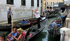 Voir les gondoles à Venise. ..