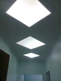 Rebaixamento de teto com vitral no Hall.