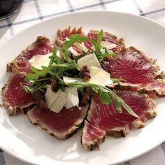Tonijncarpaccio met spekjesdressing Seafood Recipes, Appetizer Recipes, Cooking Recipes, Healthy Recipes, Healthy Food, Appetizers, I Love Food, Good Food, Yummy Food
