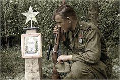 Soviet sniper Ivan Lebedev kneels at the grave of his fallen comrade - Bryansk front ww2 - Ivan killed 203 Germans