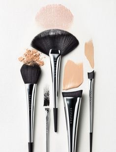 All the shapes and sizes of a ladies makeup brushes #makeup #beauty #brushes