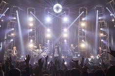 「BUCK-TICK、全国ツアー『THE DAY IN QUESTION 2017』日本武道館ファイナル公演ライブレポートが到着」の関連画像1/8です。
