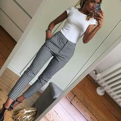 White fitted top Black and white slacks - Mode - Outfit Casual Work Outfits, Mode Outfits, Work Casual, Fashionable Outfits, Casual Work Clothes, Women's Casual, Buisness Casual Dress, Casual Fall, Simple Outfits