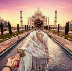 𝕆ℝ𝕀𝔾𝕀ℕ𝔸𝕃𝕊 With Taj Mahal in Agra. The Taj Mahal celebrates the great love of India's Mughal ruler… Taj Mahal, Murad Osmann, Beau Rivage, Destinations, Visit India, Varanasi, Machu Picchu, Paint By Number, India Travel
