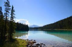 Il y a quelques jours, je vous avez laissés à Jasper où je venais d'arriver après un périple de 3 jours en train. A peine installée à mon… Lacs, Parc National, Alberta Canada, Train, Mountains, Nature, Canadian Rockies, Naturaleza, Off Grid