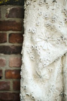applique detail on this insanely beautiful dress by http://moniquelhuillier.com/  Photography by clycreation.com
