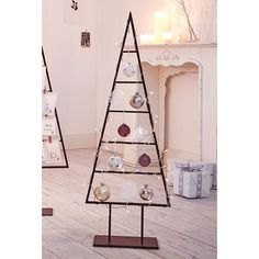 Unser Deko-Christbaum passt auch in die kleinste Wohnung.  Maße:110 cm x 40 cm x 15 cm
