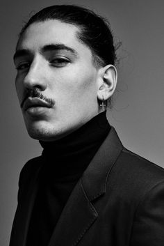 With his high-fashion looks and outspoken views, footballer Héctor Bellerín is breaking the modern sportsman mould, finds Ellie Pithers. Blue Football Boots, Hot Guys Tattoos, Arsenal Players, Lifestyle Sports, Christopher Raeburn, High Fashion Looks, Knee Injury, Sport Man, One Team
