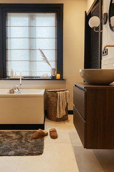 Jungle Bathroom, Bathroom Renovations, Bathrooms, Bathroom Inspiration, Bathroom Ideas, Future House, Toilet, New Homes, Bathtub