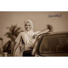 Pretty portrait by @lutosingbela #photography #bride #muslimbride