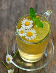 Peppermint Tea, Hot Lemon Water, Cleanse Your Liver, Health Benefits Of Ginger, Natural Teething Remedies, Natural Remedies, Chamomile Tea, Ginger Tea, Daisies