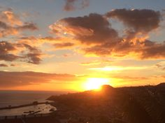 Pôr do sol na Madeira #Madeiraisland #beautifuldestination Photo: Bordal