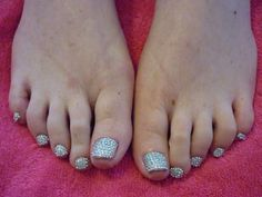 Swarovski crystal pedicure by Michelle http://www.mobilebeautybrighton.co.uk/