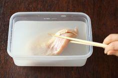 一度試したらやめられない! 鶏むね肉がしっとりジューシーになる、魔法の調理法「ブライニング」とは? - dressing (ドレッシング)