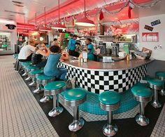 66 Diner, Albuquerque…green chile cheese fries…been there, can't wait to… 1950s Diner, Vintage Diner, Vintage Signs, Vintage Style, Bar Retro, Retro Cafe, Diner Aesthetic, Route 66 Road Trip, Diner Decor