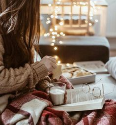 Hygge life reading a good book eating cookies and drinking milk in a cozy sweater and plaid blanket. Cozy Aesthetic, Autumn Aesthetic, Christmas Aesthetic, Couple Aesthetic, Christmas Mood, Little Christmas, Christmas Lights, Xmas, Christmas Couple