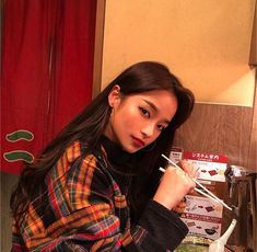 Find images and videos about girl, cute and pretty on We Heart It - the app to get lost in what you love. Pretty Korean Girls, Pretty Asian, Korean Aesthetic, Aesthetic Girl, Korean Beauty, Asian Beauty, Korean Best Friends, Solo Photo, Foto Instagram