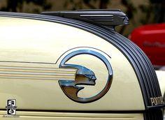 Jay Gatsby had it all, BUT he didn't have these gorgeous Art Deco hood ornaments Firebird Trans Am, Porsche 911 997, Pontiac Grand Prix, Pontiac Emblem, Pontiac Logo, Art Nouveau, Automobile, Car Hood Ornaments, Car Badges