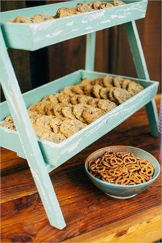 wedding cookie display @weddingchicks
