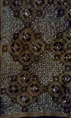 Beaded Embroidery, Embroidery Designs, Bridal Fashion, Bridal Style, Beading, Bathrooms, Cross Stitch, Gold, Image