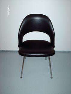 Eero Saarinen tuoli uusi nahka verhoilu istuinosaan.