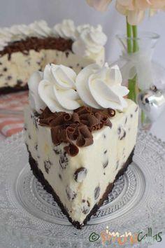 Cheesecake cu ciocolata Best No Bake Cheesecake, Chocolate Chip Cheesecake, Cheesecake Desserts, White Chocolate Desserts, Chocolate Recipes, Fancy Desserts, No Cook Desserts, Cookie Recipes, Snack Recipes
