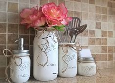 Mason Jar Kitchen Set-Housewarming Gift-Mason Jar Decor-Mason Jar Soap Dispenser-Painted Mason Jars-Farmhouse Decor-Country Kitchen Decor Mason Jar Kitchen Set-Housewarming by CountryHomeandHeart on Etsy Mason Jar Kitchen Decor, Diy Kitchen Decor, Diy Home Decor, Room Decor, Decorating Kitchen, Kitchen Design, Diy Decorating, Kitchen Utensils, Kitchen Ideas