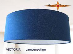 """Unsere Leuchte VICTORIA als Lampenschirm Ø 45 cm. Royalblaue Eleganz in schimmernder Bourette-Seide. Elegant und ein """"Hingucker""""."""