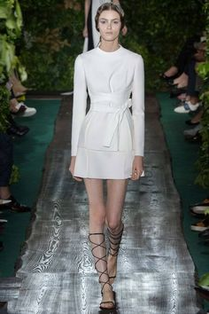 http://juliapetit.com.br/wp-content/gallery/2014/07/2014_07_10-valentino/val_0205-450x675.jpg