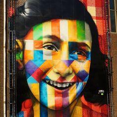 "Mural ""Deixe-me ser eu mesma"" - Anne Frank - em Amsterdam -  Wall ""Let me be myself "" - Anne Frank - em Amsterdam - #annefrank #letmebemyself"