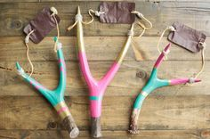 A fun DIY confetti slingshot for the New Year!this looks fun! Crafts For Boys, Cute Crafts, Diy For Kids, Cool Kids, Arts And Crafts, Motif Navajo, Diy Slingshot, Market Day Ideas, Diy Confetti
