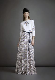 Russian designer A La Russe Pre Fall 2014 Muslim Fashion, Modest Fashion, Hijab Fashion, Fashion Dresses, Women's Fashion, Modest Dresses, Simple Dresses, Dresses With Sleeves, Long Dresses