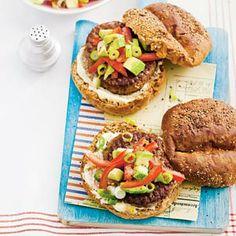 Recept - Magere hamburger met avocadosalade - Allerhande